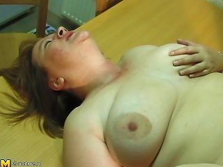 Pale Amateur Chick With Chubby Curves Getting Shagged By Her Man