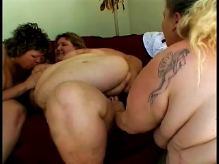 Mature Bbw Ladies Have A Lesbian Threesome